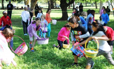 children huntin eggs at hopping and huntin event