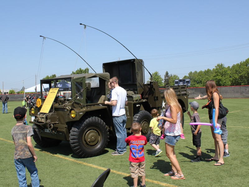 Participants looking at an Army vehicle at Meet the Machines